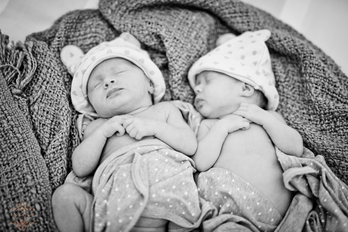 Riley & Stella Newborn preview low res35